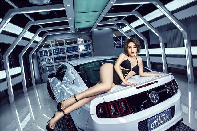 Người đẹp và xe Ford Mustang a7