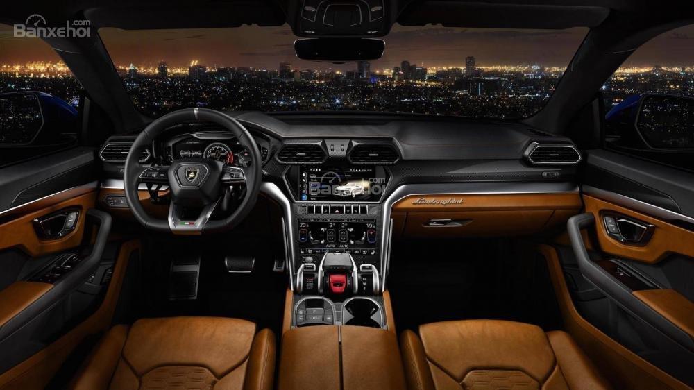 Đánh giá xe Lamborghini Urus 2019 về khoang nội thất.