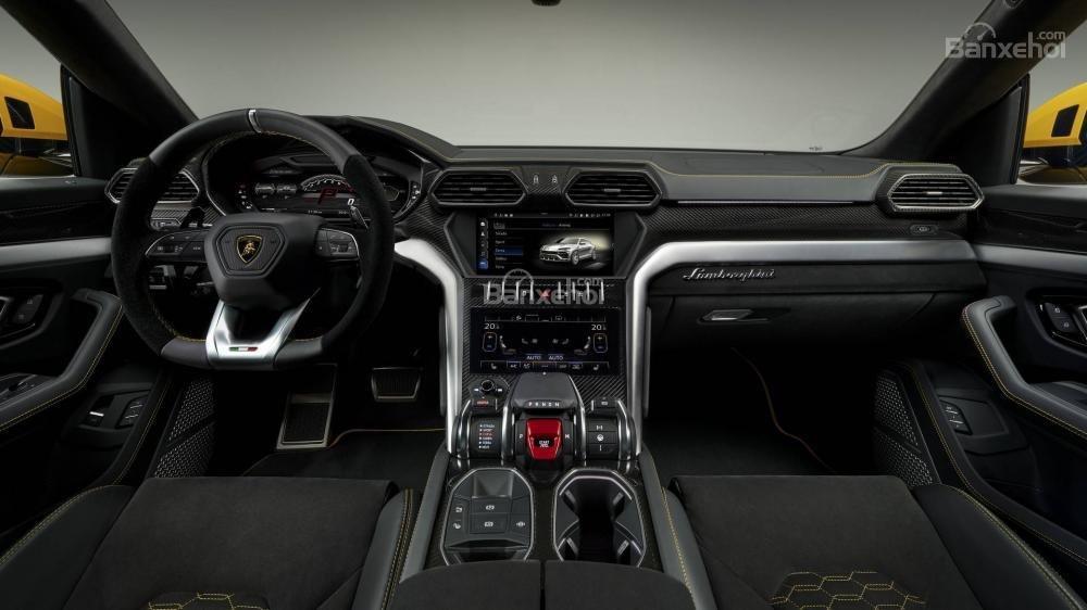 Đánh giá xe Lamborghini Urus 2019 về bảng điều khiển trung tâm,..