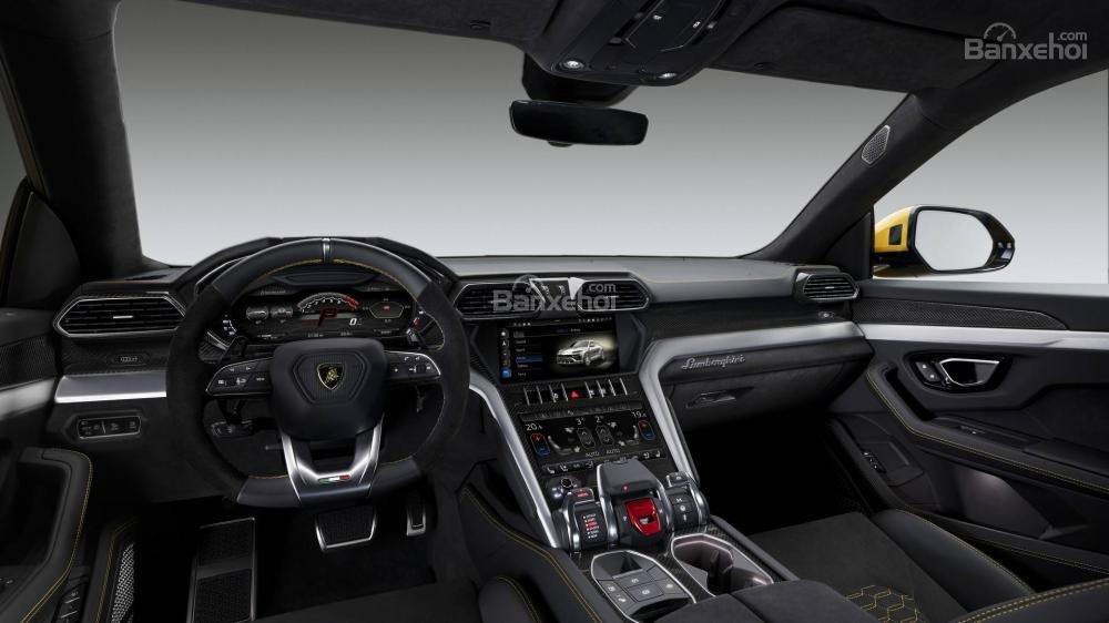 Đánh giá xe Lamborghini Urus 2019 về trang bị tiện nghi.