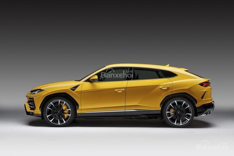 Đánh giá xe Lamborghini Urus 2019: Thân xe thiết kế cơ bắp, mạnh mẽ, thể thao/