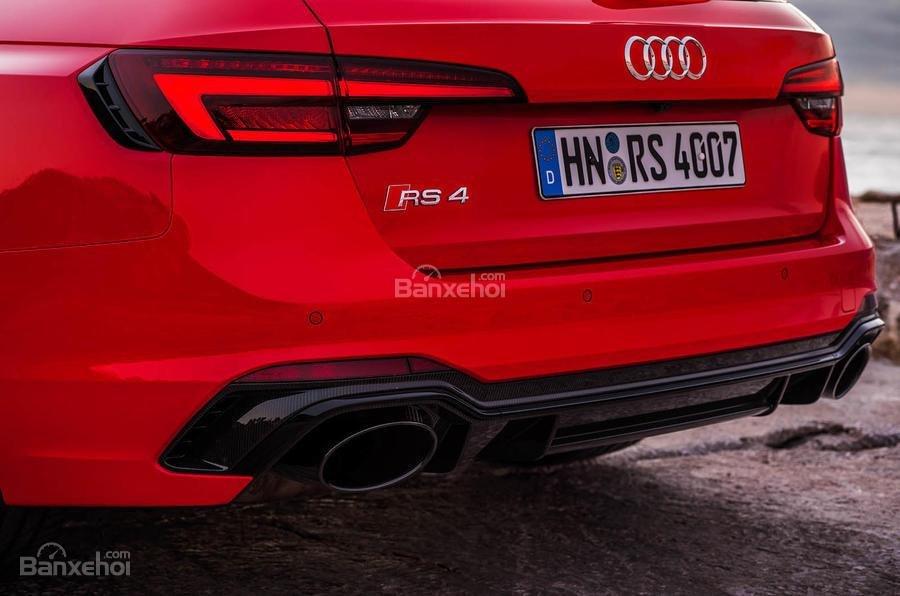 Đánh giá xe Audi RS4 Avant 2018: Ống xả xe.