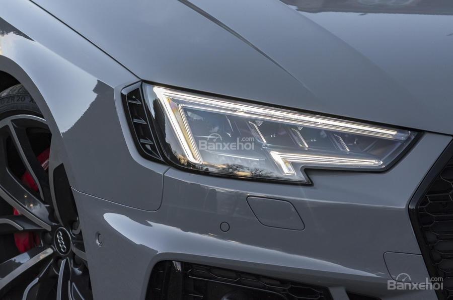 Đánh giá xe Audi RS4 Avant 2018: Đèn pha.
