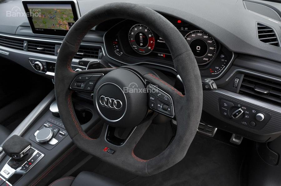 Đánh giá xe Audi RS4 Avant 2018: Vô lăng 3 chấu.