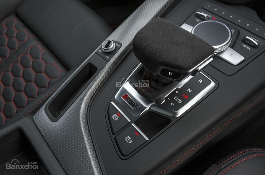 Đánh giá xe Audi RS4 Avant 2018: Cần gạt số.