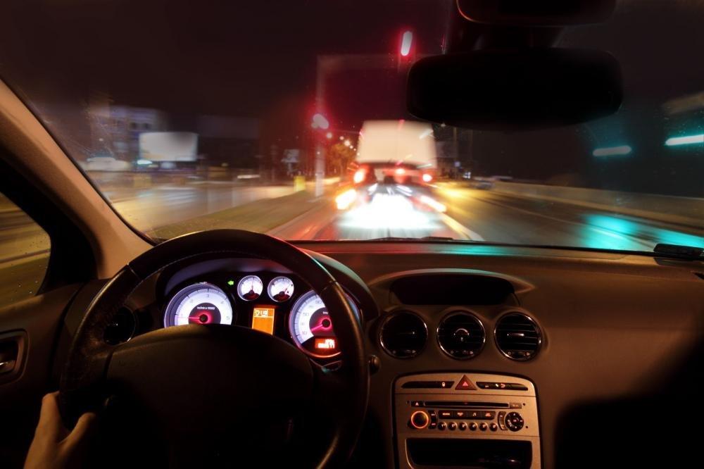 Hạn chế lái xe khuya 8