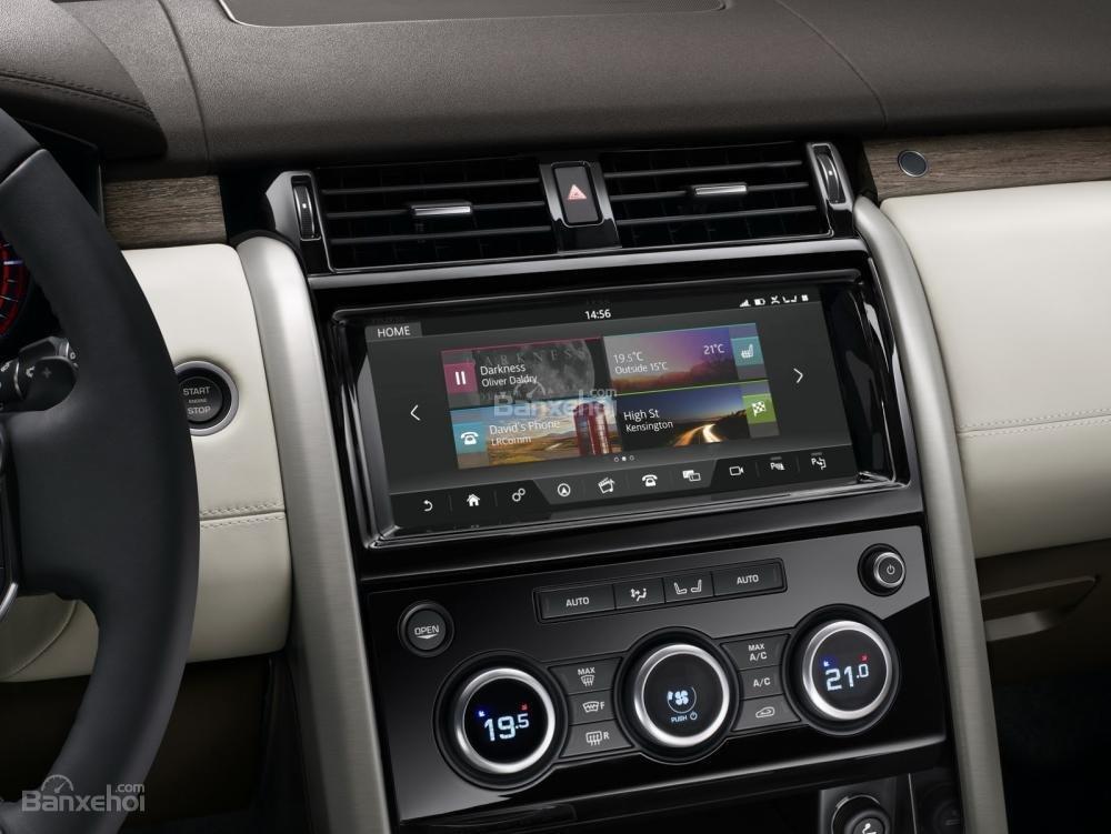 Ảnh chụp màn hình cảm ứng xe Land Rover Discovery 2018