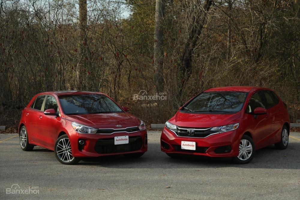 So sánh xe Kia Rio 2018 và Honda Jazz 2018 về thiết kế ngoại thất.