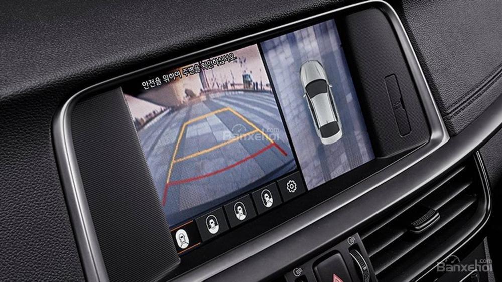 Đánh giá xe Kia Optima/ K5 2019: Xe được trang bị camera lùi.