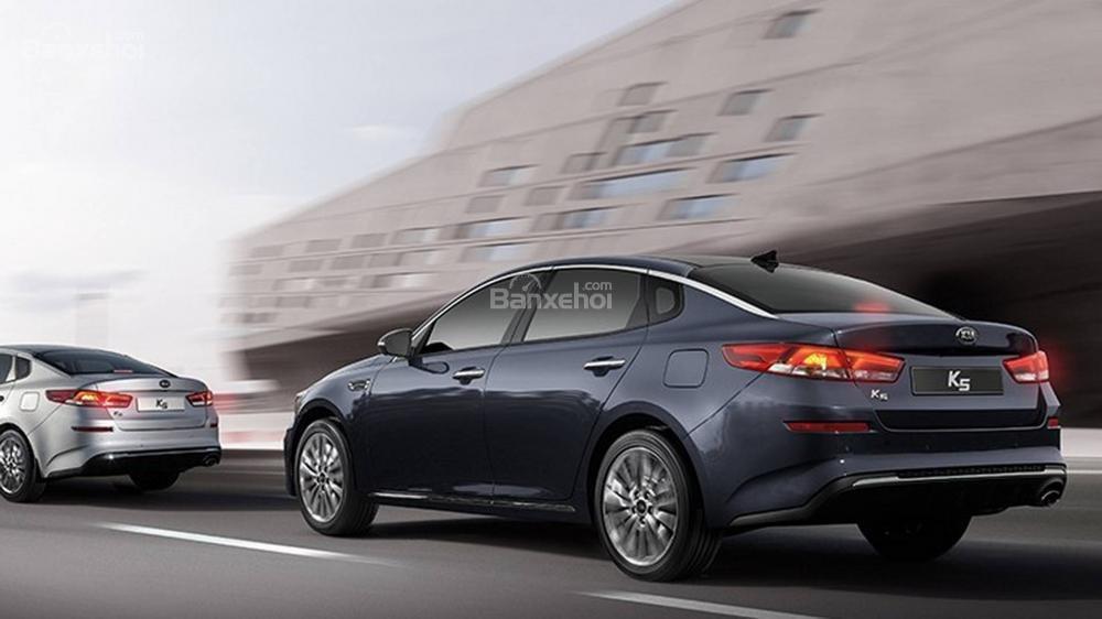 Đánh giá xe Kia Optima 2019: Cảm giác lái của xe được dự đoán là chấp nhận được.