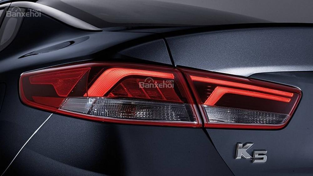 Đánh giá xe Kia Optima/ K5 2019: Đèn hậu.