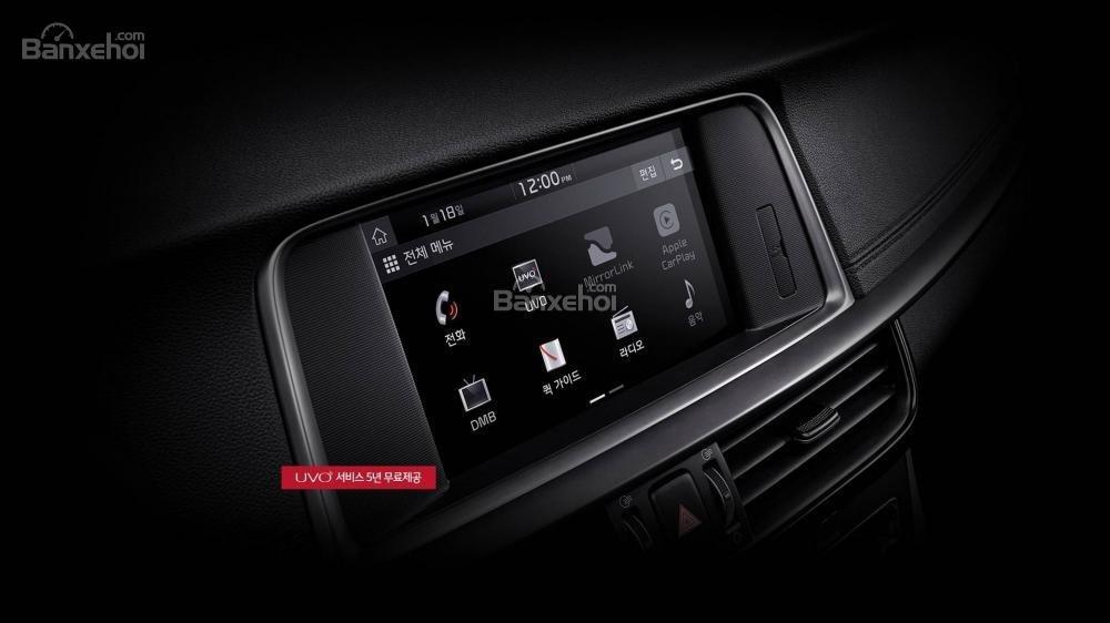 Đánh giá xe Kia Optima/ K5 2019: Xe được trang bị nhiều tính năng giải trí.