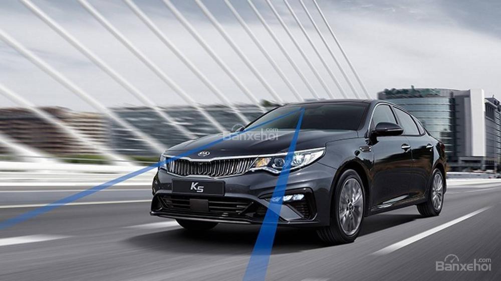 Đánh giá xe Kia Optima/ K5 2019: Xe được trang bị nhiều tính năng an toàn.