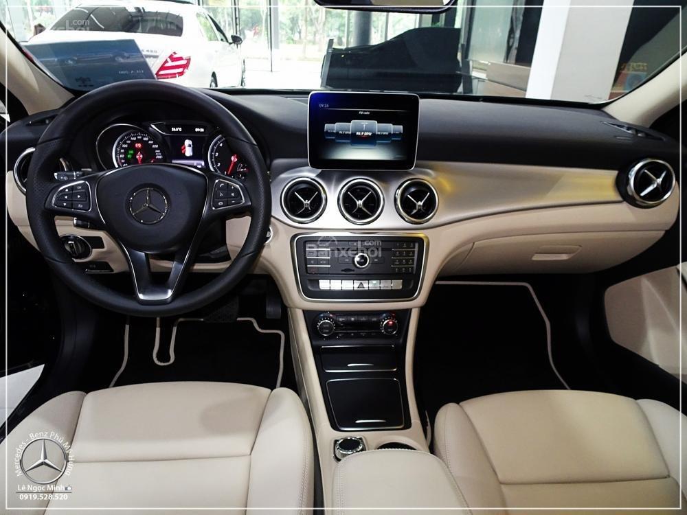 Bán Mercedes GLA 200 New - SUV 5 chỗ - KM 100% TTB - Hỗ trợ ngân hàng 80%. LH: 0919 528 520 (4)