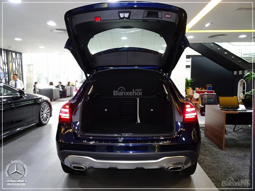 Bán Mercedes GLA 200 New - SUV 5 chỗ - KM 100% TTB - Hỗ trợ ngân hàng 80%. LH: 0919 528 520 (5)