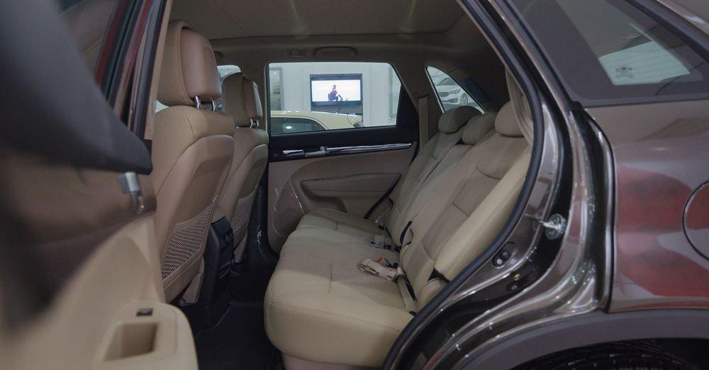 So sánh xe Kia Sorento 2018 và Hyundai Santa Fe 2018 về ghế xe.
