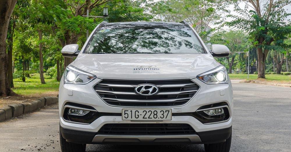 So sánh xe Kia Sorento 2018 và Hyundai Santa Fe 2018 về đầu xe 3