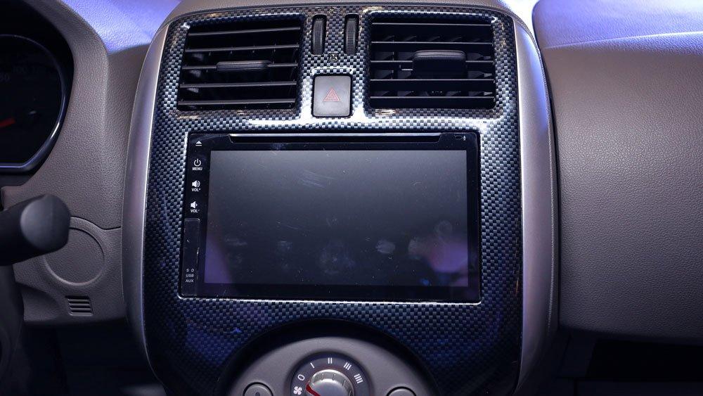 Ảnh chụp màn hình cảm ứng xe Nissan Sunny Premium 2018