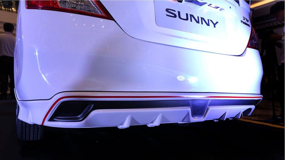 Ảnh chụp cản sau xe Nissan Sunny Premium 2018