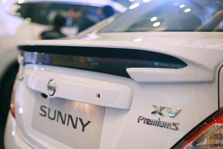 Ảnh chụp cánh gió xe Nissan Sunny Premium 2018