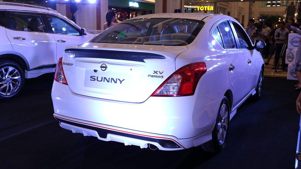 Ảnh chụp đuôi xe Nissan Sunny Premium 2018