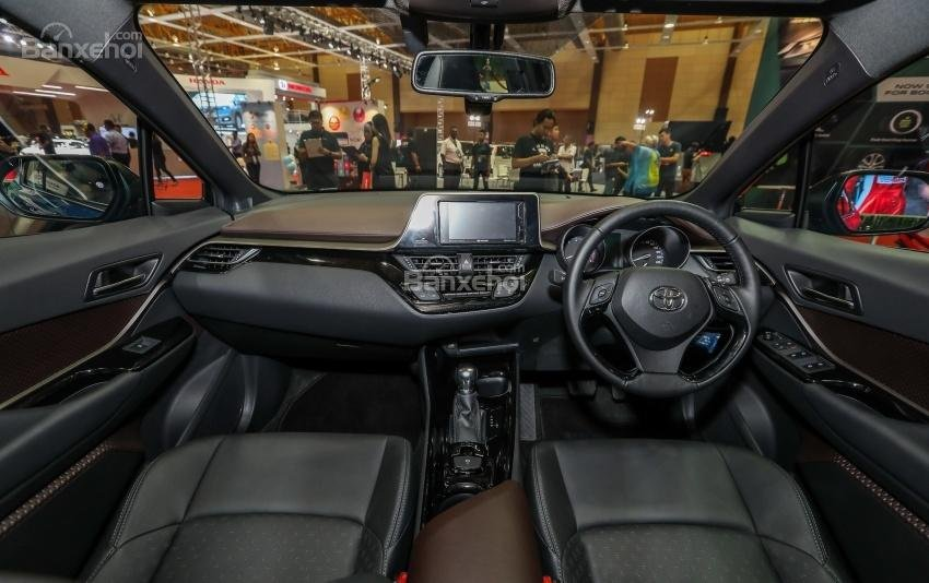 Toyota C-HR 2018 chính thức bán ra thị trường Malaysia với giá 840 triệu đồng - Ảnh 3.