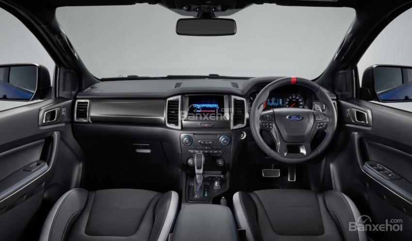 Đánh giá xe Ford Ranger Raptor 2019 về vô-lăng và bảng táp-lô 2