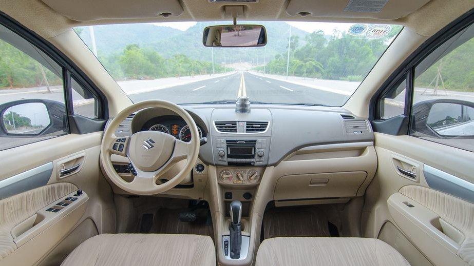 So sánh xe Suzuki Ertiga 2018 và Kia Rondo 2018 về nội thất: Xe Nhật đẹp, xe Hàn nhiều tiện nghi.