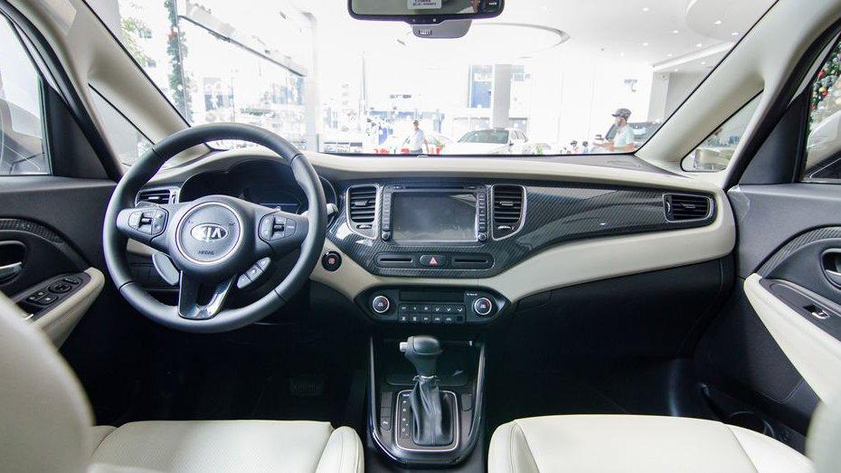 So sánh xe Suzuki Ertiga 2018 và Kia Rondo 2018 về nội thất: Xe Nhật đẹp, xe Hàn nhiều tiện nghi 3
