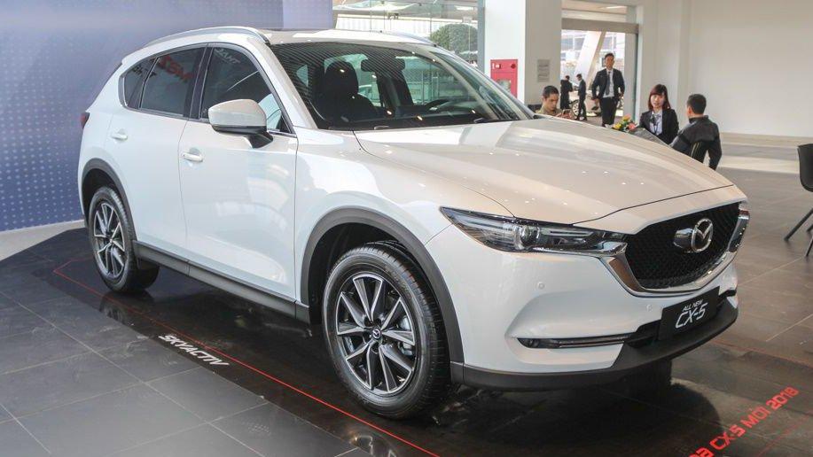 So sánh Mazda CX-5 2018 và Honda CR-V 2018 về đầu xe.