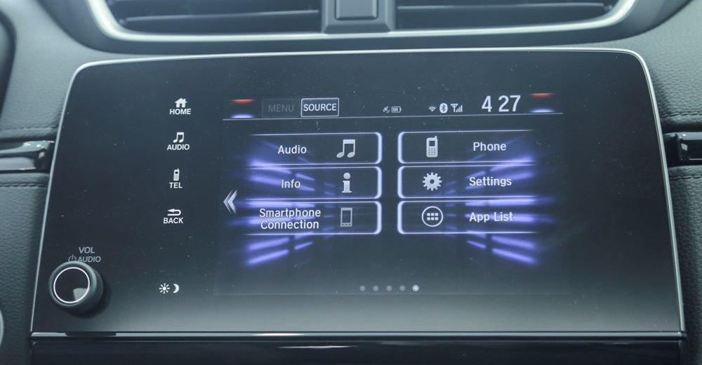 So sánh Mazda CX-5 2018 và Honda CR-V 2018 về trang bị giải trí 3