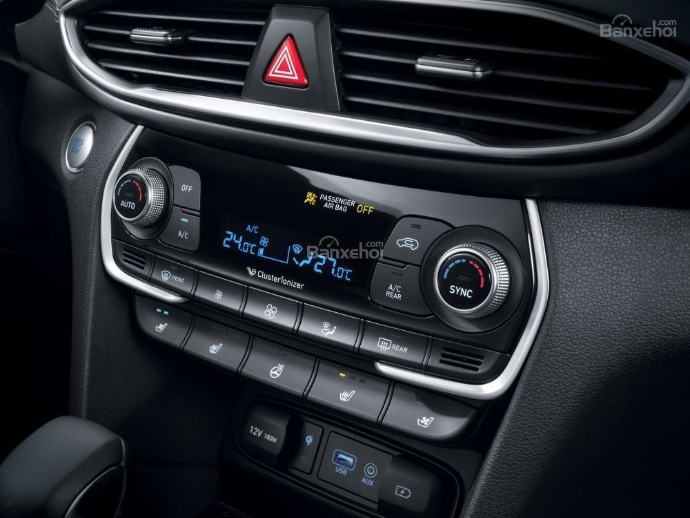Khu vực điều khiển trung tâm xe Hyundai Santa Fe 2019-2020