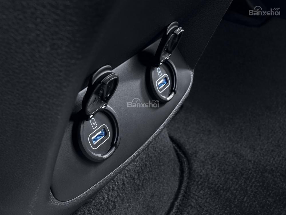 Cổng USB xe Hyundai Santa Fe 2019-2020