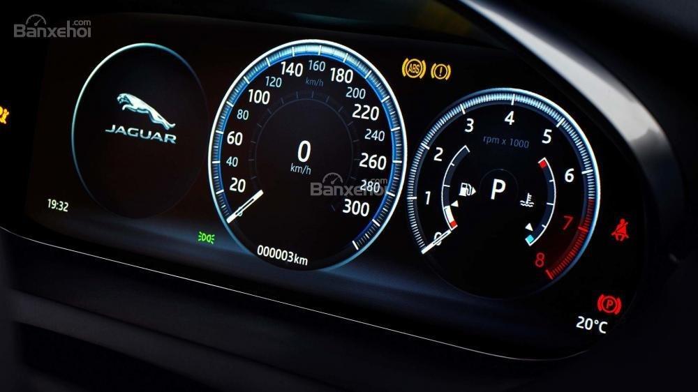 Đánh giá xe Jaguar E-Pace 2018 về cụm đồng hồ lái a1