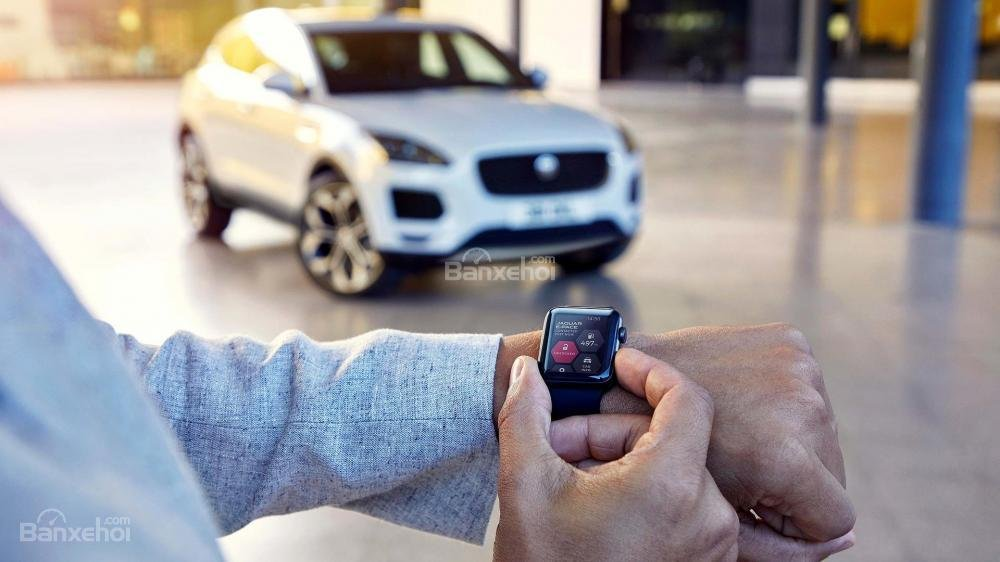 Đánh giá xe Jaguar E-Pace 2018: Chìa khóa Activity Key đeo tay..