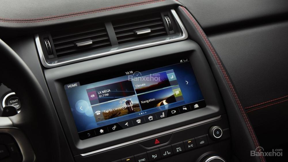 Màn hình cảm ứng TouchPad trên xe Jaguar E-Pace 2018
