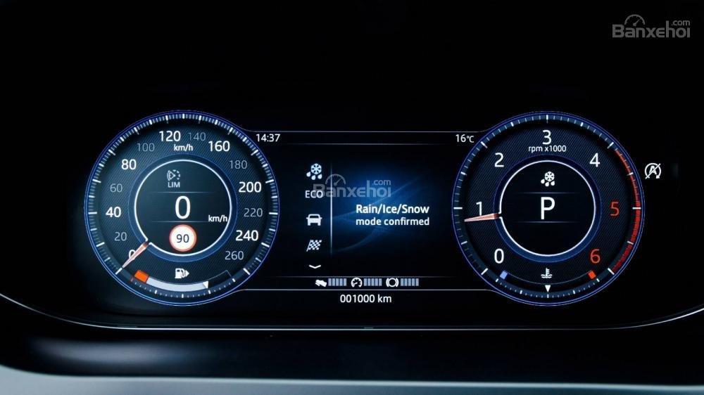 Đánh giá xe Jaguar E-Pace 2018 về cụm đồng hồ lái a2