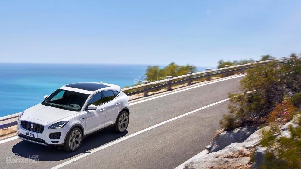 Đánh giá xe Jaguar E-Pace 2018 về trải nghiệm lái.