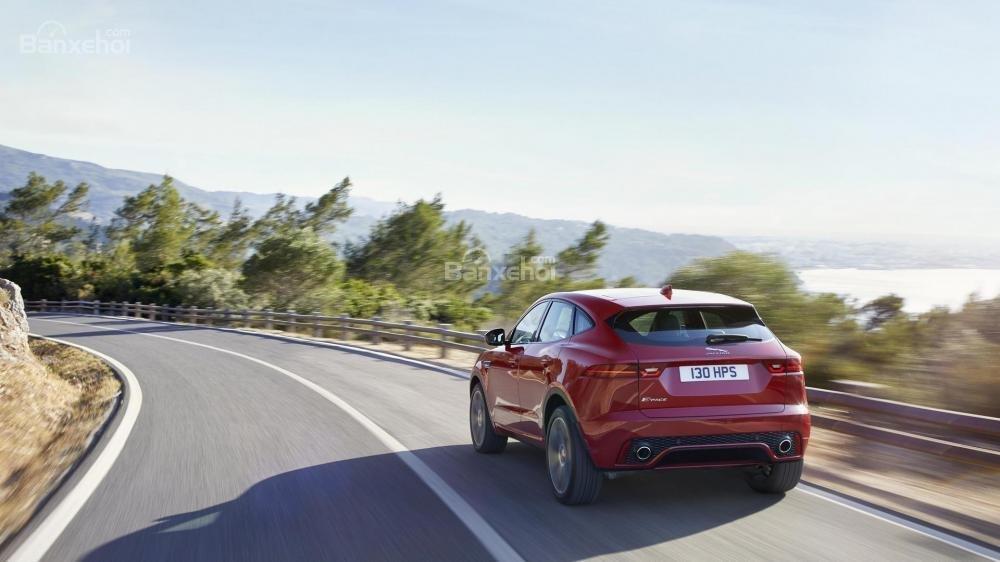 Đánh giá xe Jaguar E-Pace 2018 về mức tiêu hao nhiên liệu.