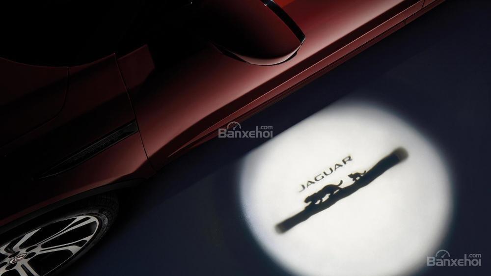 Đánh giá xe Jaguar E-Pace 2018 về trang bị tiện ích a