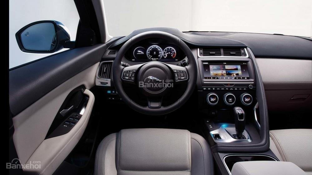 Đánh giá xe Jaguar E-Pace 2018 về trang bị tiện ích/