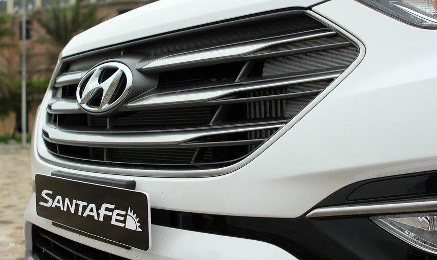 So sánh hình ảnh Hyundai Santa Fe 2019 và thế hệ cũ hiện tại a6