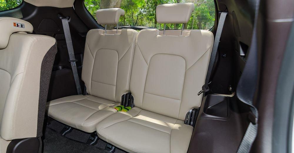 So sánh hình ảnh Hyundai Santa Fe 2019 và thế hệ cũ hiện tại a32