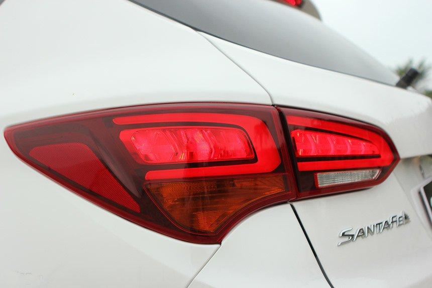 So sánh hình ảnh Hyundai Santa Fe 2019 và thế hệ cũ hiện tại a22