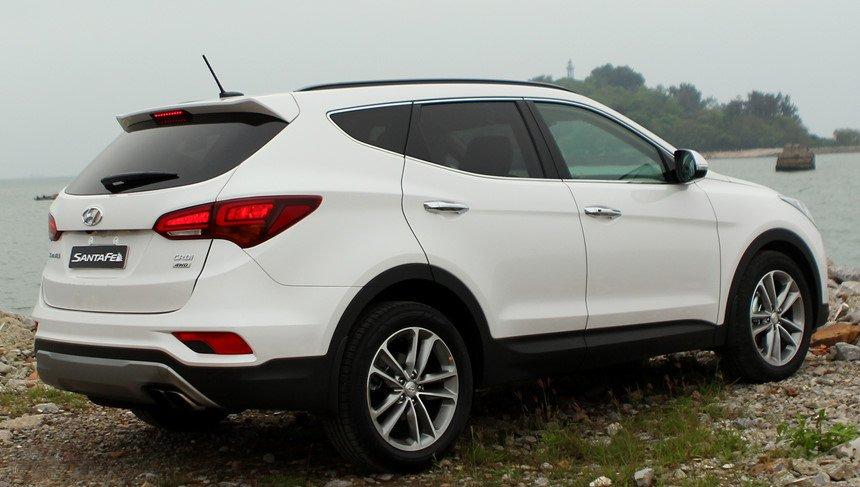 So sánh hình ảnh Hyundai Santa Fe 2019 và thế hệ cũ hiện tại a18