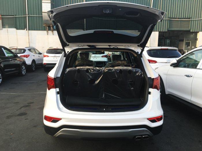 So sánh hình ảnh Hyundai Santa Fe 2019 và thế hệ cũ hiện tại a24