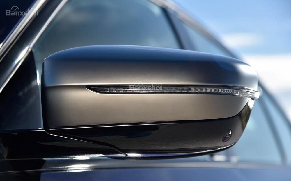 Đánh giá xe BMW 5-Series 2018: Gương chiếu hậu tích hợp đèn báo rẽ.