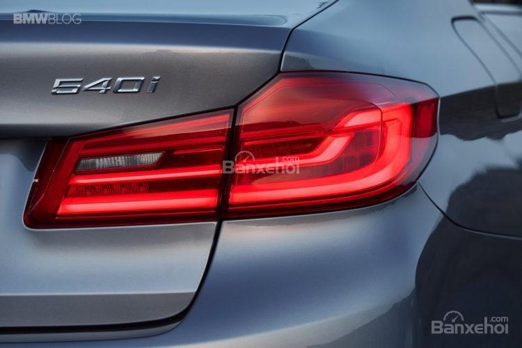 Đánh giá xe BMW 5-Series 2018: Đèn hậu LED lớn.