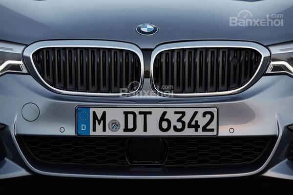 Đánh giá xe BMW 5-Series 2018: Lưới tản nhiệt đặc trưng/