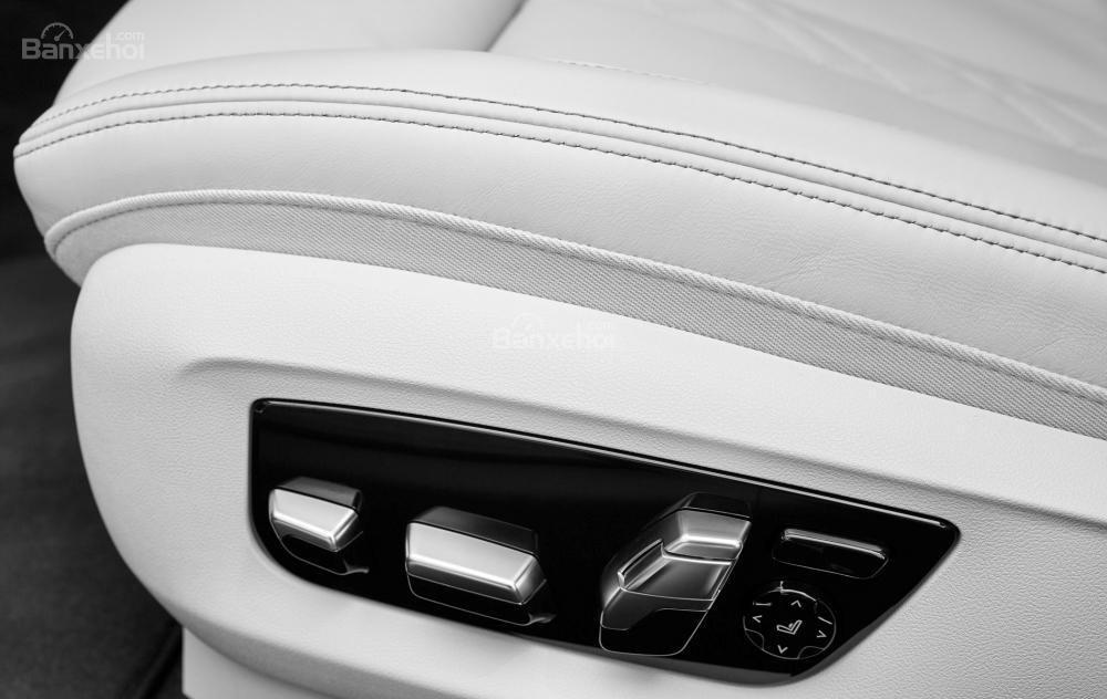 Đánh giá xe BMW 5-Series 2018: Ghế ngồi hỗ trợ tốt cho cả lái xe và hành khách.